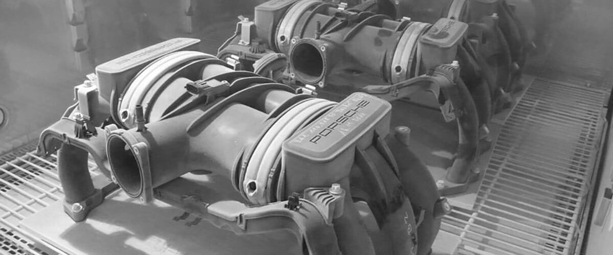 Porsche Saugrohre in der Bauteilprüfung